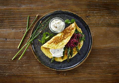 Omelet med flødeost og grønt