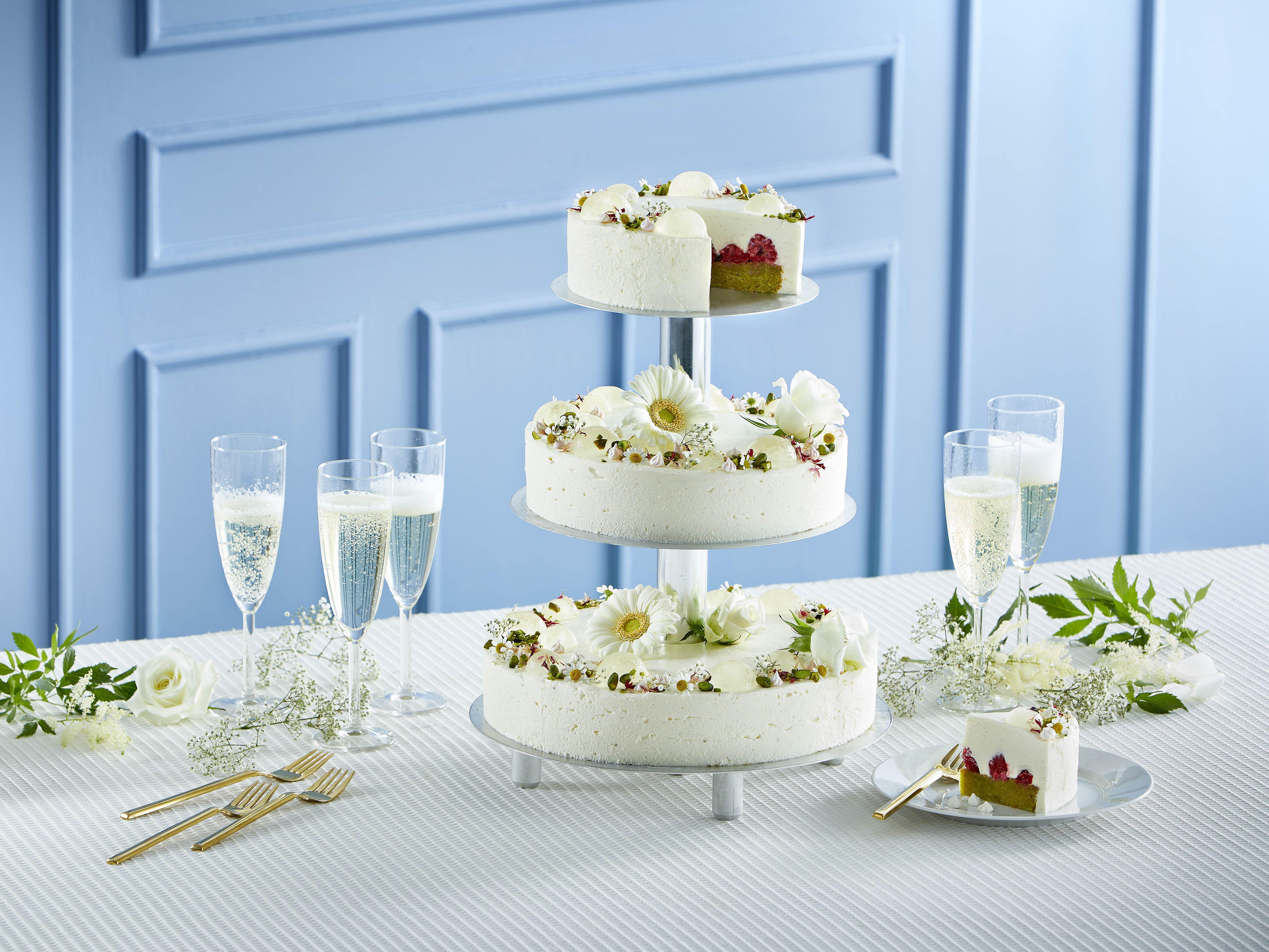 Bryllupskage med vaniljefromage og champagnebomber
