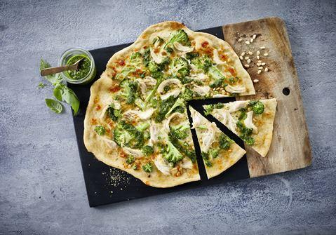Pizza med kylling og pesto