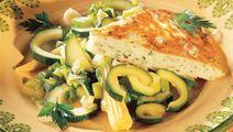 Fiskepandekage med lynstegte grøntsager