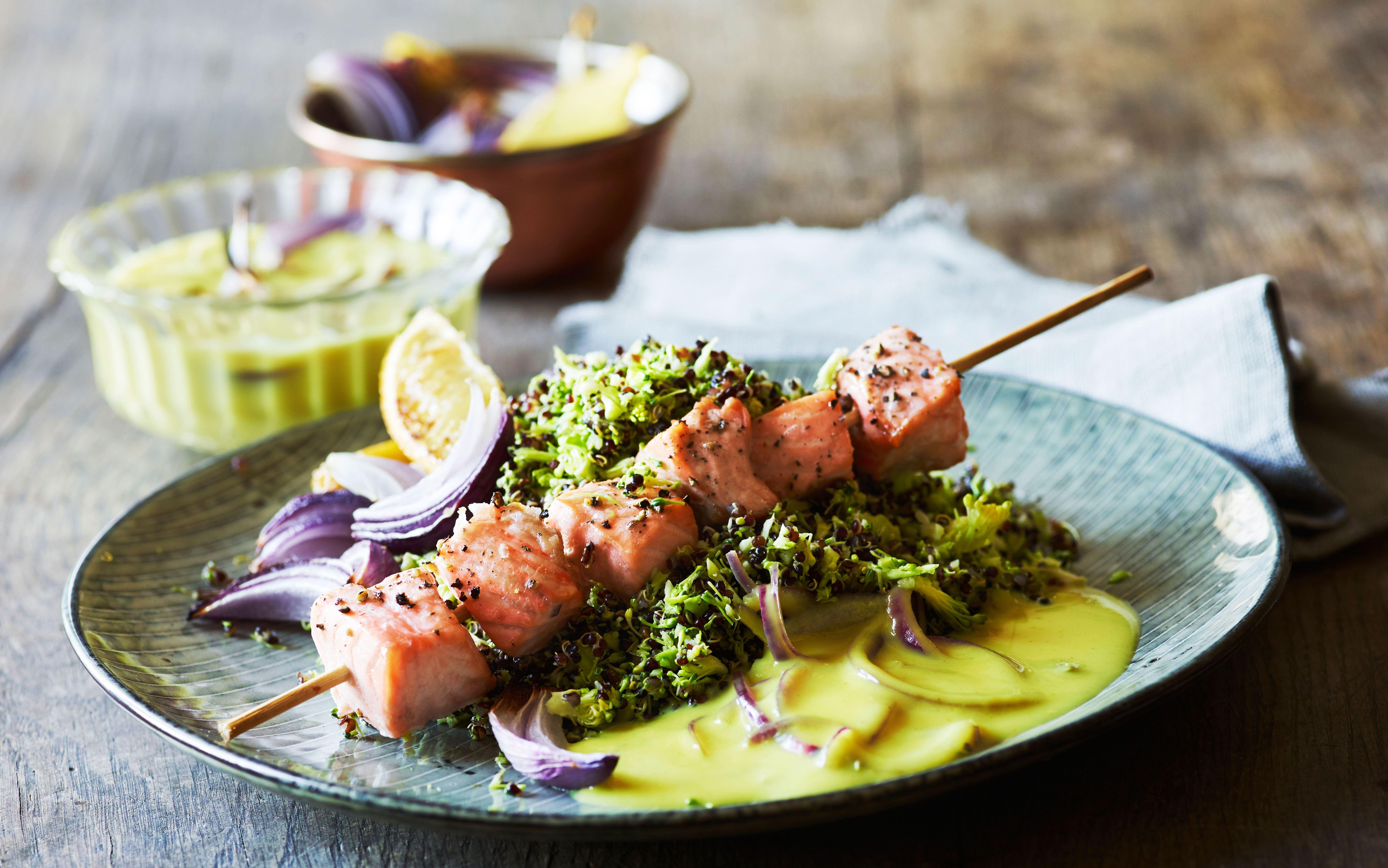 Laksespyd med broccoli-quinoa