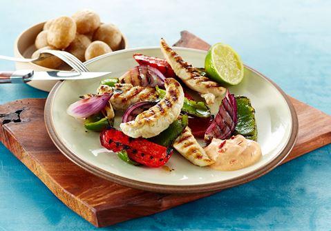 Grillet kylling med saltkartofler og limekrydrede grøntsager