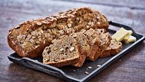 Brød med dadler og nødder