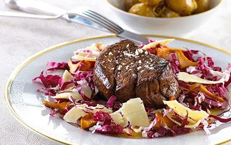 Salat med stegte kantareller og osteflager