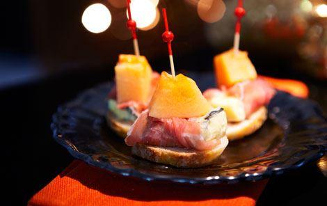 Tapas med ost og serrano - pinchos