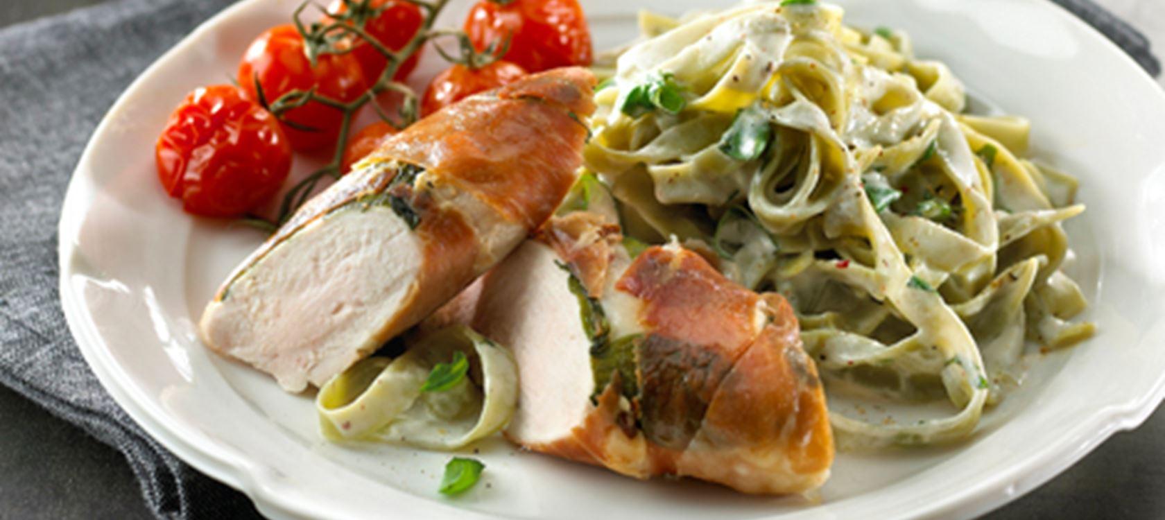 Kylling i skinke og grønt - Opskrifter - Arla