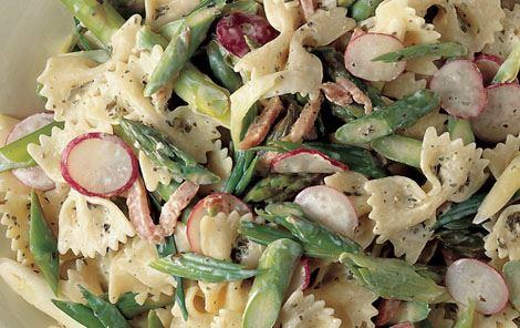 Pasta med asparges og radiser