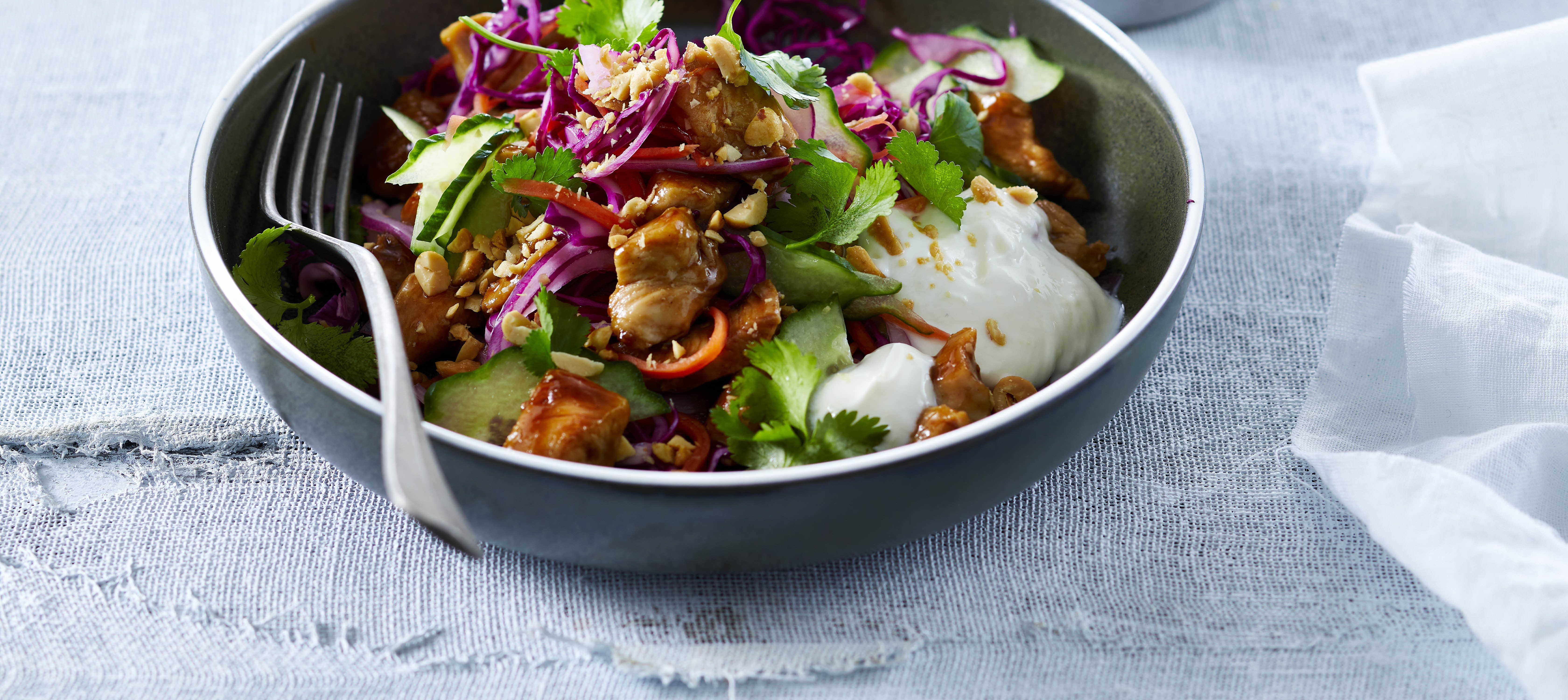 Bahn Mi salat med yoghurtdressing