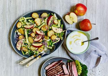 Kartoffelsalat med bagte kartofler
