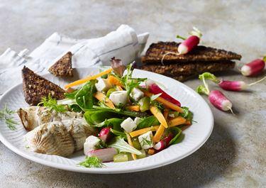 Fyldte rødspættefileter med spraglet salat