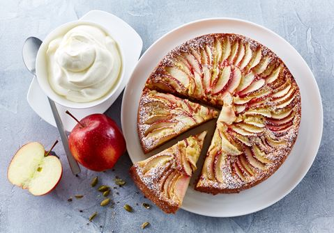 Æblekage med ingefær og kardemomme