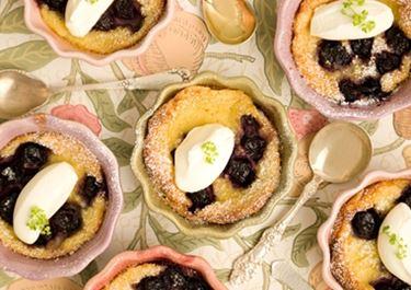 Kirsikka-clafoutis-leivonnaiset