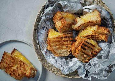 Grillatut juustoleivät