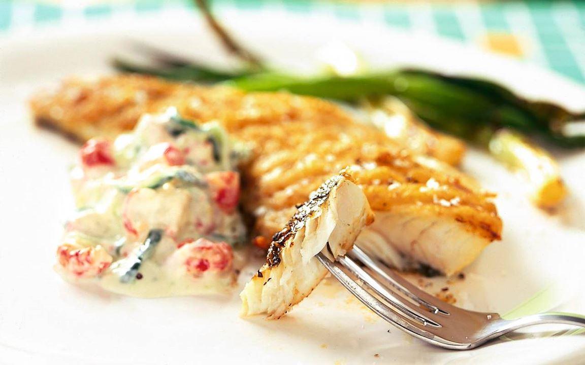 Grillattu kala ja raputsatsiki