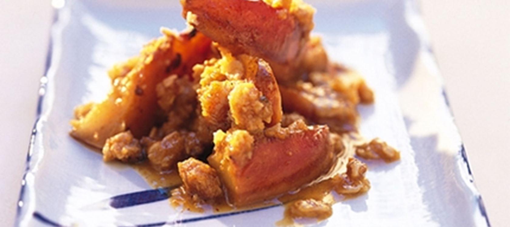 Mausteinen kaura-omenapaistos