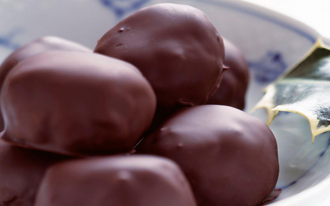 Suklaakuorrutetut appelsiinimakeiset