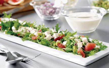 Rucola-salaattia ja verigreippiä