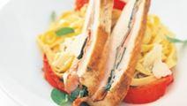 Salviatäytteinen kanafilee ja tomaattigratiini