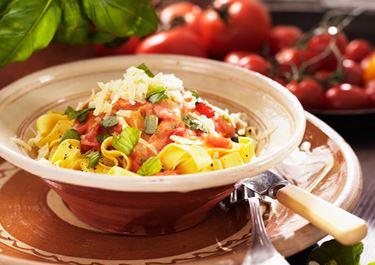 Pastakastike tuoreista tomaateista