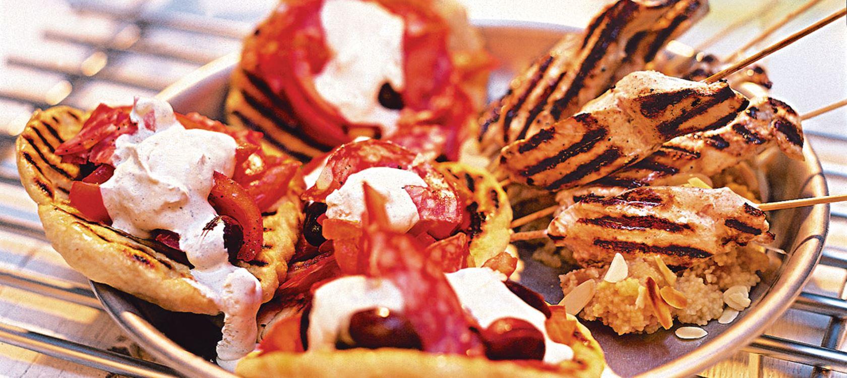 Marokkolaiset kebabit kuskusin kera