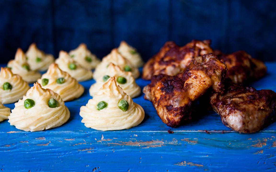 Duchesse-perunat ja kanankoivet Halloween-tyyliin