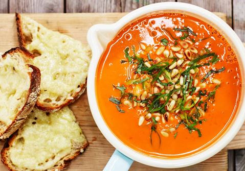 Tomaattikeitto tuoreista tomaateista