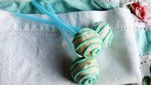 Mustikka-valkosuklaa Cake Pops