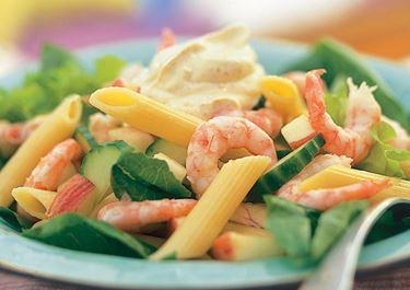 Itämainen katkarapu-pastasalaatti
