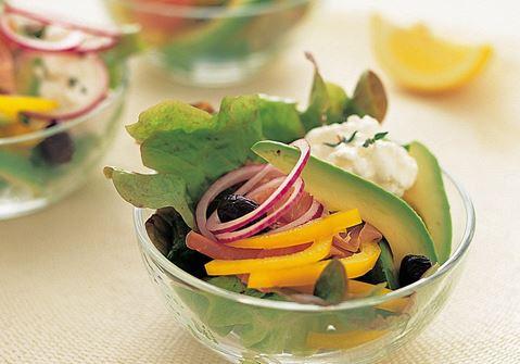 Avokado-kinkkusalaatti