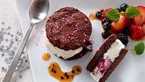 Täytetyt brownie-jäätelökeksit