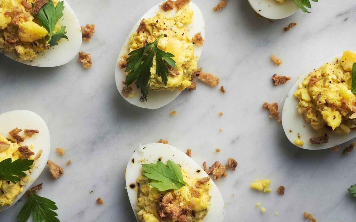Täytetyt kananmunat currylla
