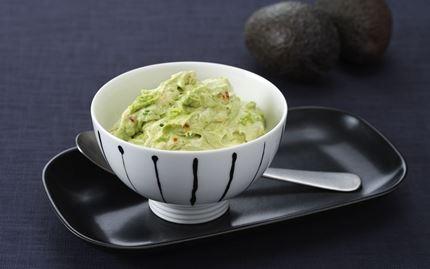 Tulinen guacamole