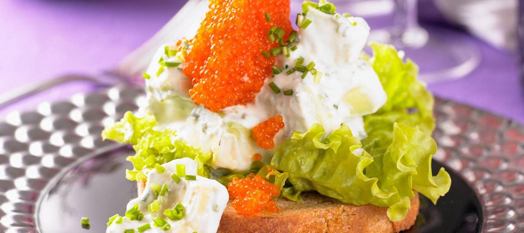 Avokadosalaattitoast wasabilla