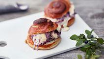 Mustikkapiirakka-jäätelösandwich