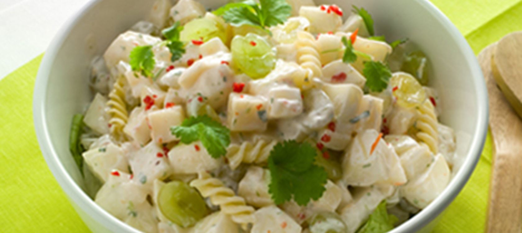 Hedelmäinen juusto-pastasalaatti
