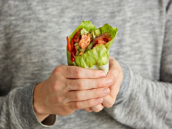 Salaatti-savulohiwrap