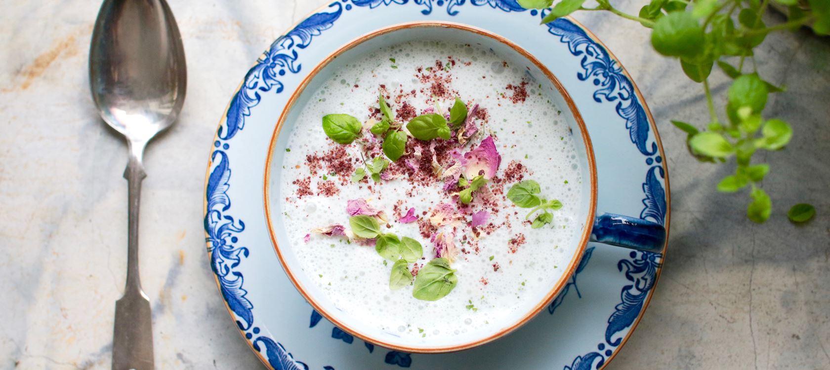 Persialainen jogurttikeitto