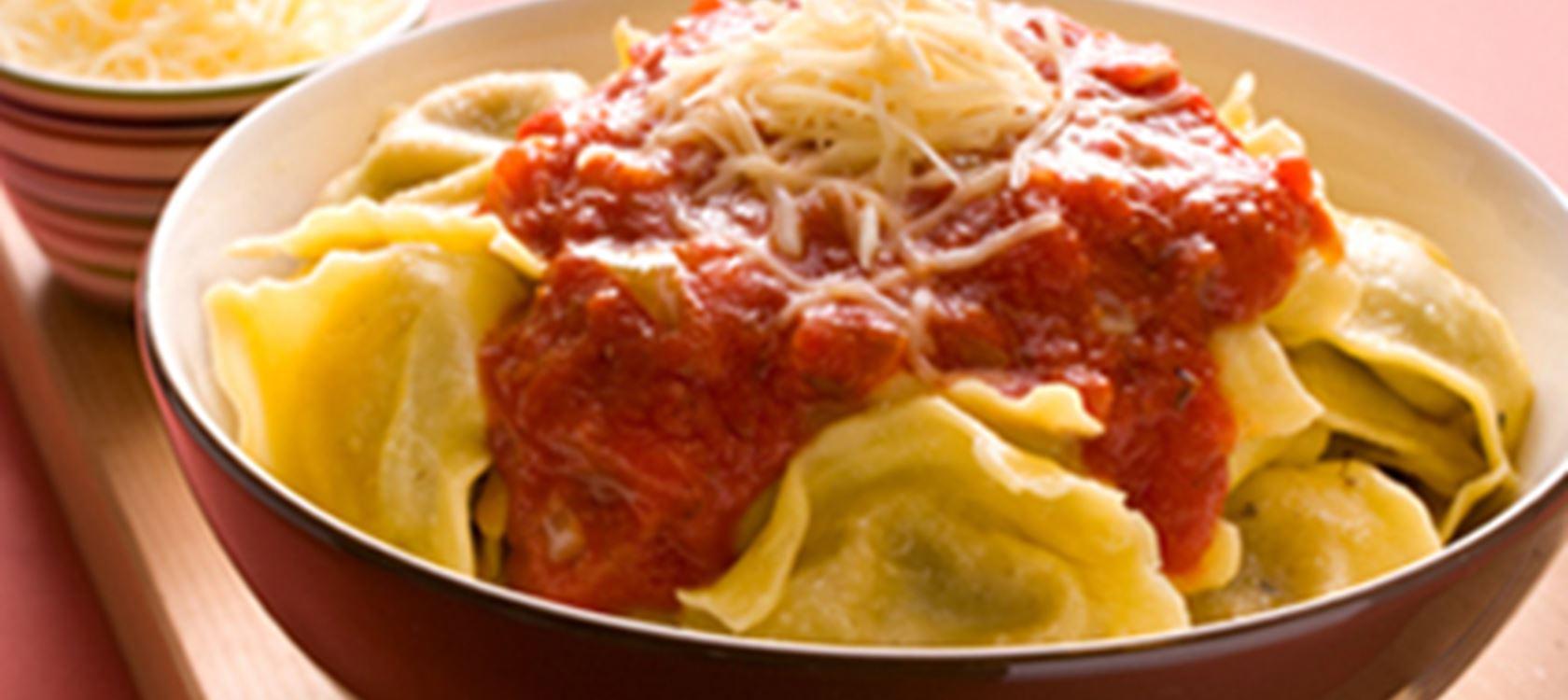 Raviolit tomaattikastikkeessa
