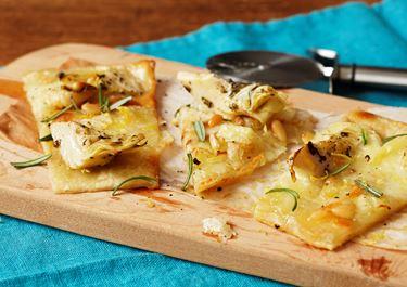 Pizza bianca latva-artisokalla