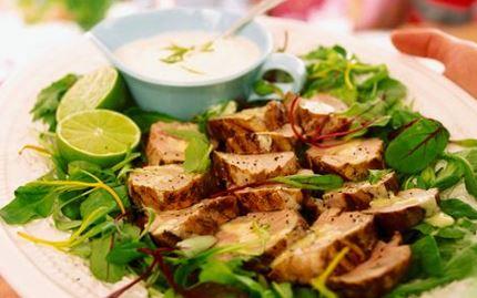 Porsaan sisäfileetä ja limejogurttia
