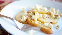 Grillattua päärynää sinihomejuustolla