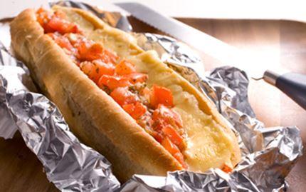 Gratinoitu juusto-tomaattipatonki