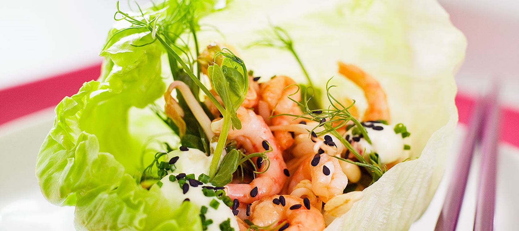 Katkarapuja salaattinyyteissä