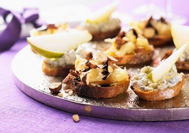 Homejuusto-päärynäcrostinit