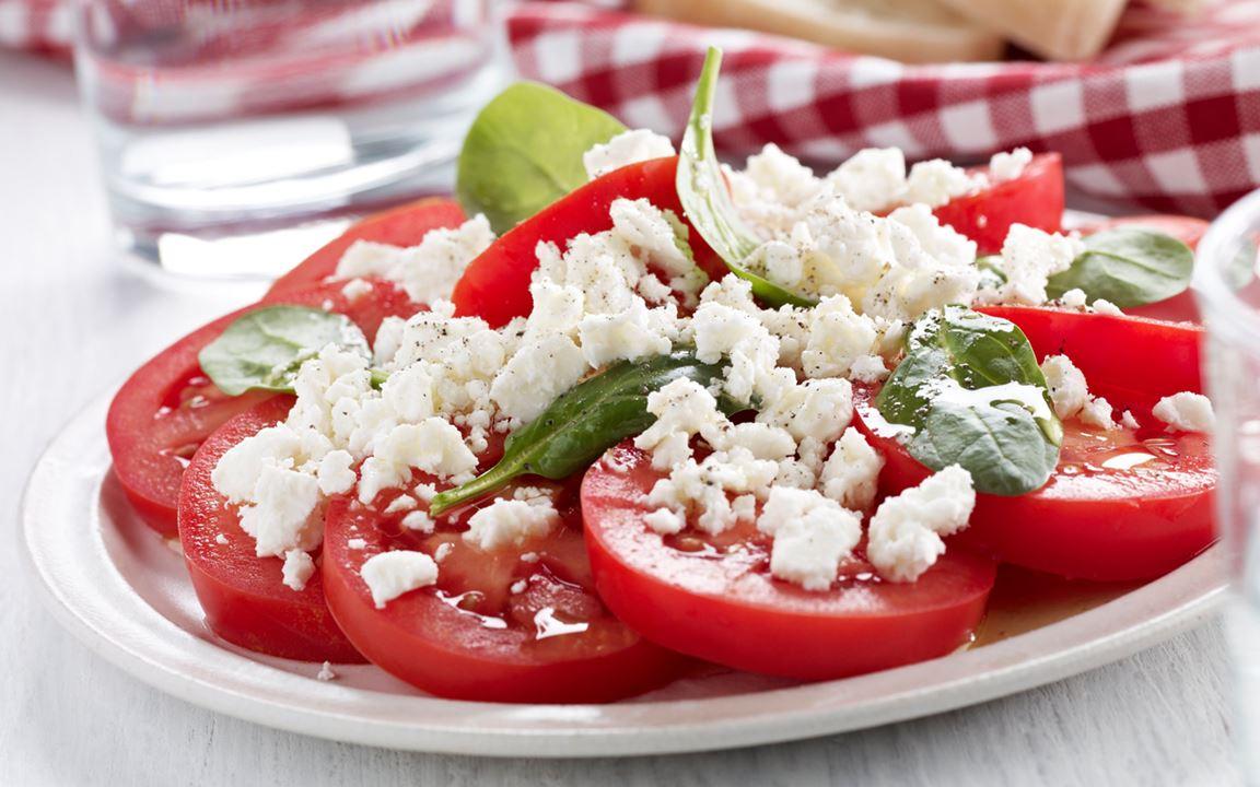 Välimerellinen-tomaattisalaatti
