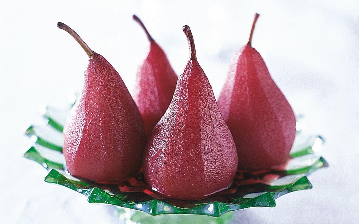 Punaviinitotissa keitetyt päärynät
