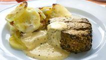 Pippuripihvit ja juustoinen pippurikastike