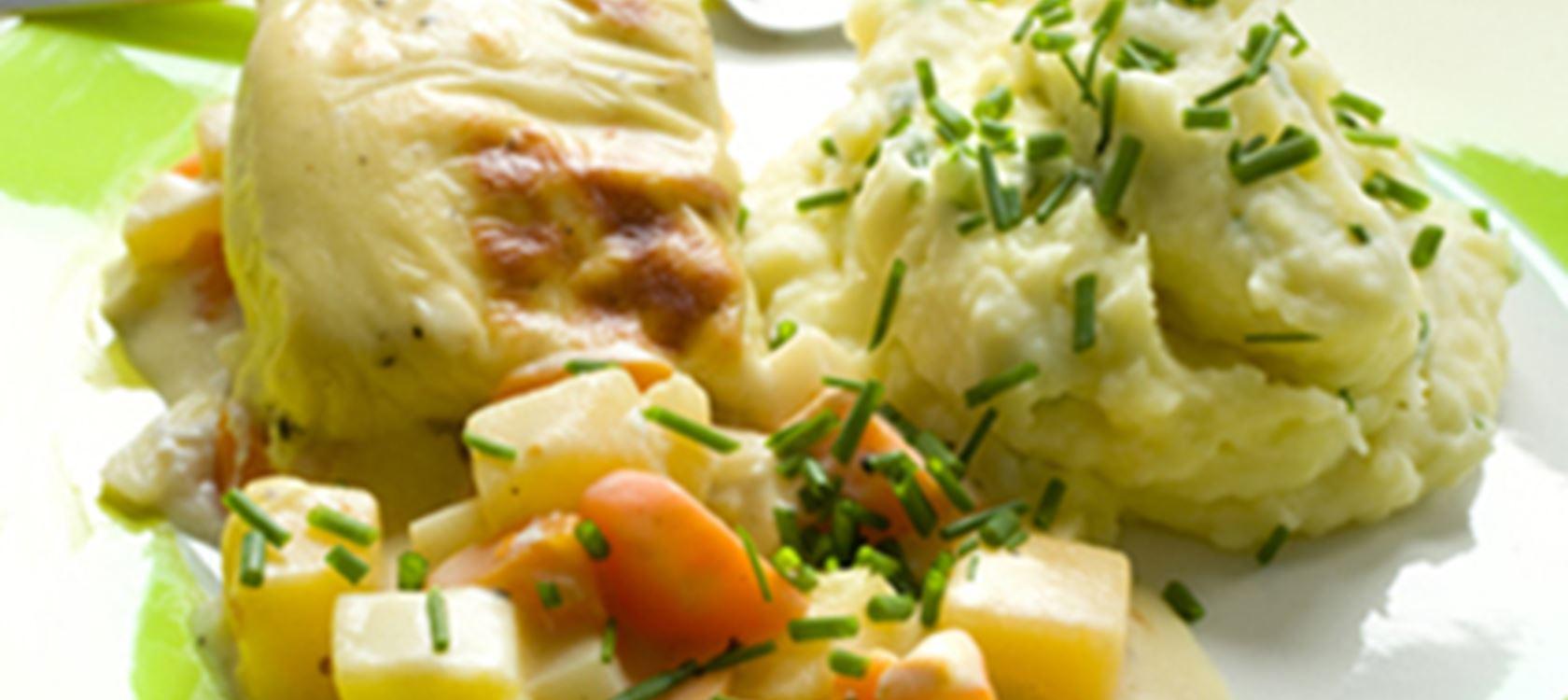 Kala-kasvisvuoka juustokastikkeella