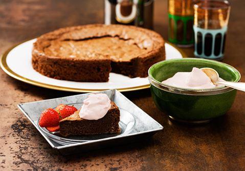Kardemumma-suklaakakku