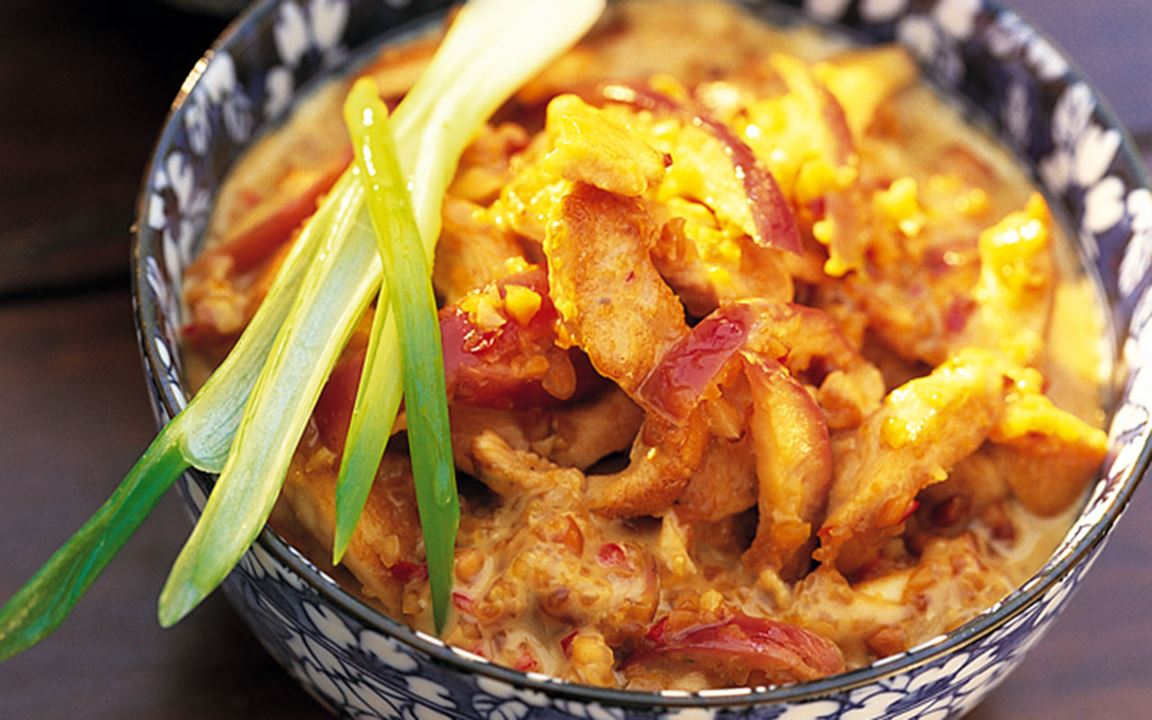 Kanaa ja maapähkinäkastiketta